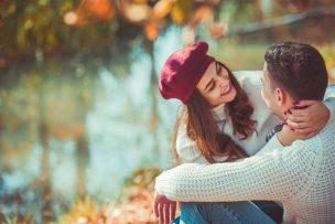 伏し目がちになる人の心理と親しくなる方法