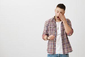 あくびをする心理に隠れた男性の思いとは