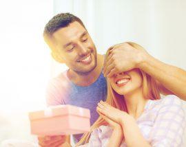 香水をプレゼントする心理には男性の愛情はある?
