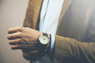 腕時計を外す心理には、男性のどのような思いが隠れている?