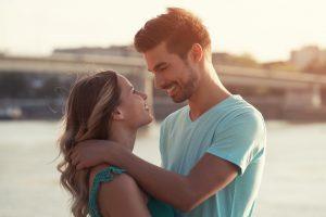 顔が近い心理で男性の思いや愛情が分かる可能性について